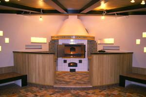 Барбекю печь в интерьере дома