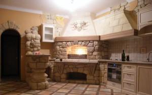Пример размещения очага на кухне в частном доме