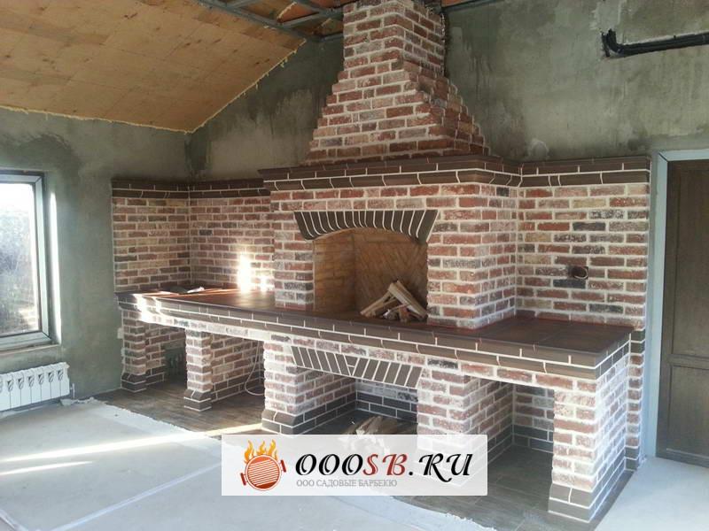 камины мангалы барбекю из кирпича для дома с террасой