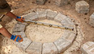 Порядовая кладка каменного мангала круглой формы