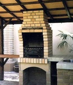 Модель недорого мангала сделанного в ручную из кирпича
