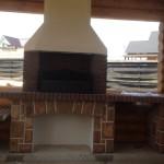 большой мангал барбекю в беседке на даче