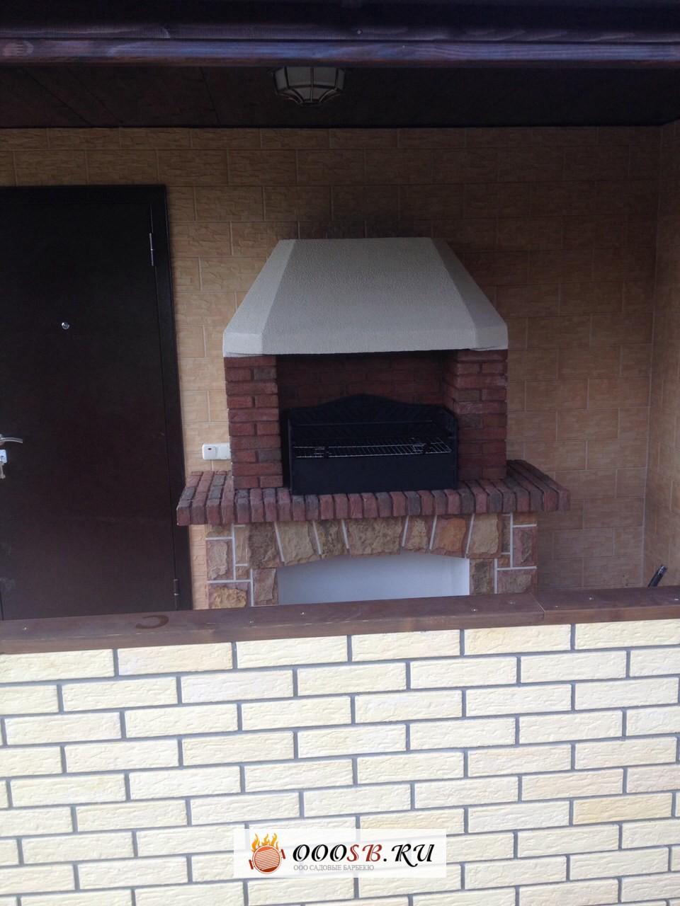 кирпичная беседка с мангалом барбекю на террасе