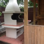 шашлычница из кирпича, камня и бетона