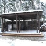 патио зона, деревянная беседка с навесом