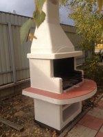 небольшая садовая уличная барбекю печь с мангалом