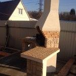 бетонная угловая барбекюшница с дымоходом