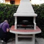 печь барбекю на садовом участке