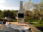 красивая готовая барбекюшница на даче