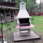 печка барбекю на подиуме