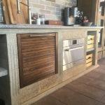 духовка и ниша для кухонной утвари у барбекю