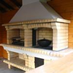 Деревянная беседка с барбекю печью