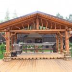 уникальная деревянная беседка с кирпичным мангалом