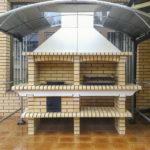 барбекю печь под навесом и поликарбоната