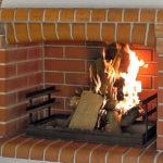 огонь в мангале барбекю