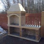 Установка каменной барбекюшницы на даче