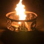 как горит огонь в садовом очаге для костра