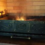 как горит огонь в мангале вставке